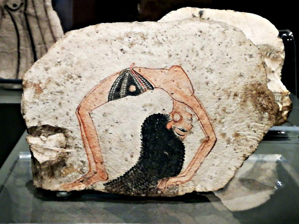 ostrakon con ballerina museo egizio