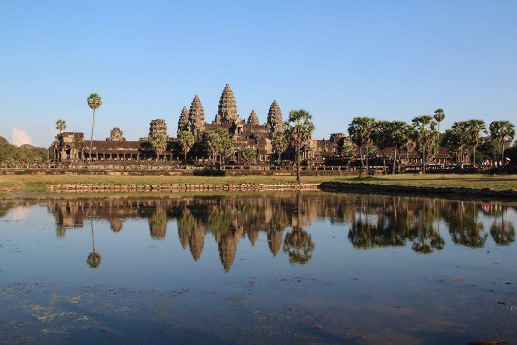 i miei viaggi in asia, tempio di angkor riflesso nell'acqua