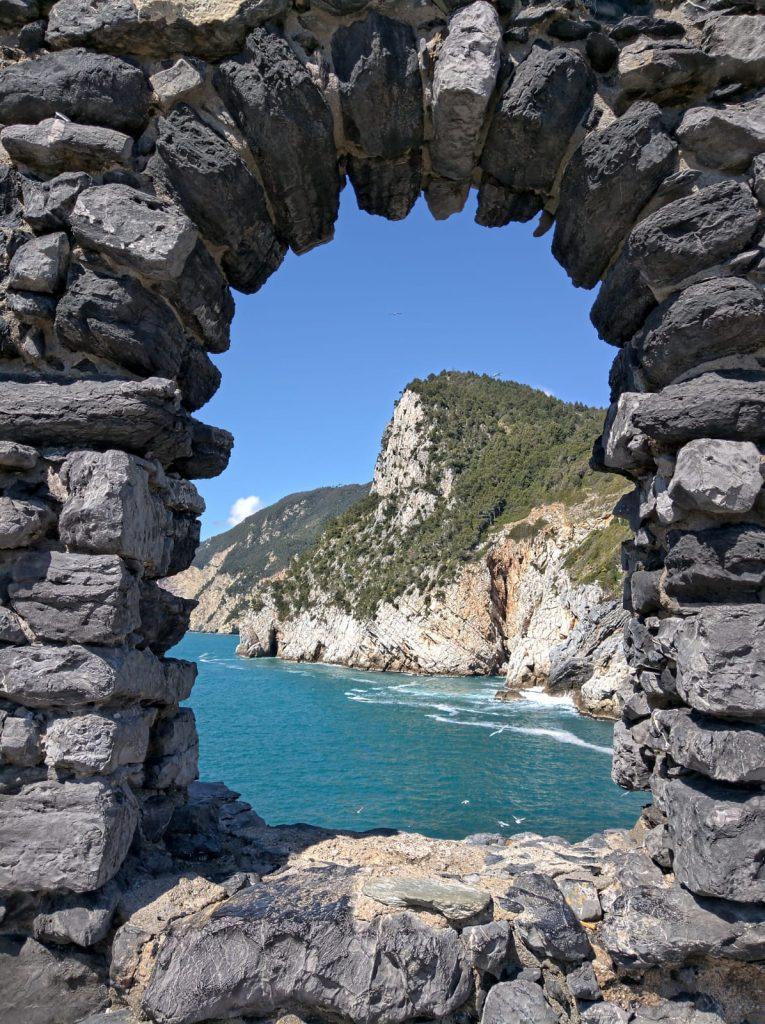 visitare portovenere, grotta di byron, cosa vedere a portovenere, come arrivare a portovenere