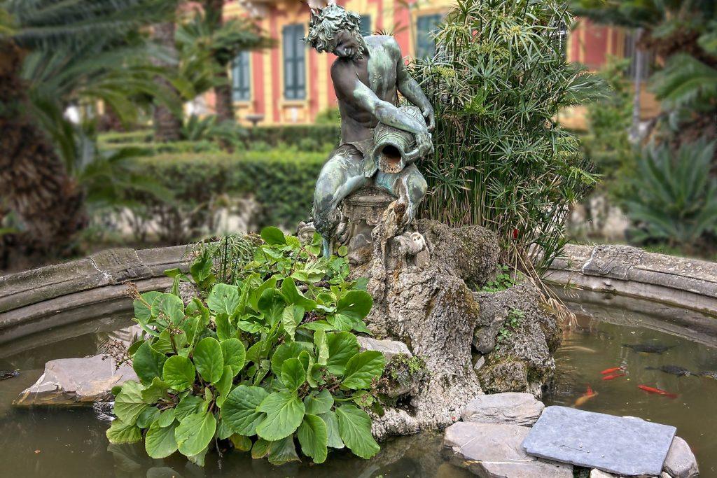 la fontana nel parco della villa
