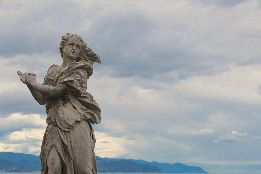 una statua del parco