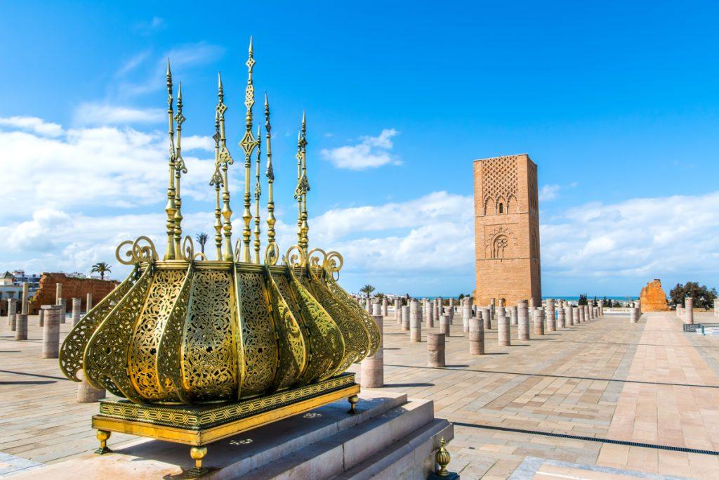 Rabat, la torre Hassan vista dalla piazza del Mausoleo. 10 giorni in Marocco
