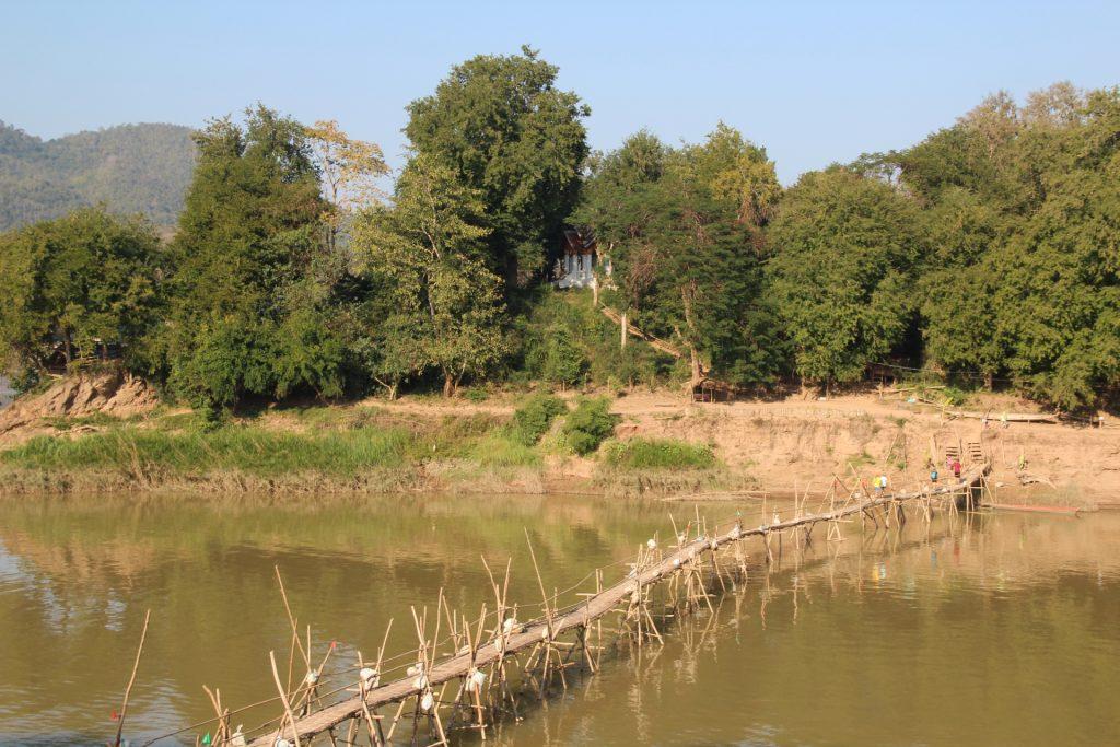 luang prabang, ponte di bambù