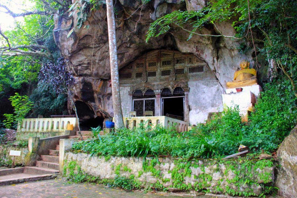 la grotta più grande del complesso di Pak Ou è la grotta di Tham Phum, nell'immagine l'ingresso della grotta.