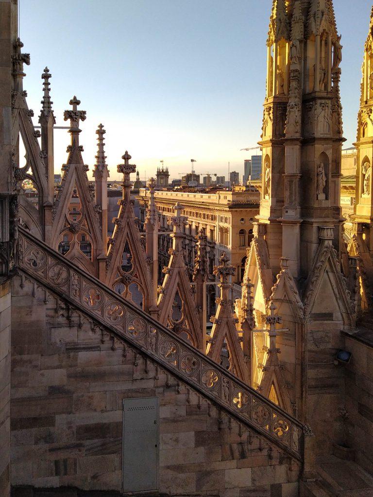 Visitare le terrazze del duomo di milano al tramonto